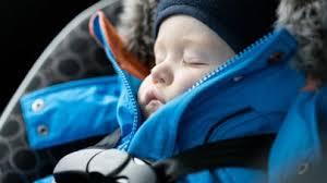 a quel age on enleve le siege auto siège auto voici pourquoi il faut enlever la doudoune d un bébé