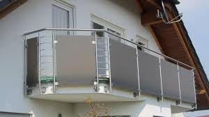 balkon glasscheiben edelstahl naturstein design berlin schönefeld balkongeländer