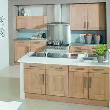 cuisine en chene massif cuisine en chene massif moderne le bois chez vous