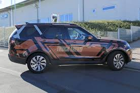 spied 2018 land rover discovery without camouflage