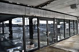 dead and dying retail lincoln park shopping center