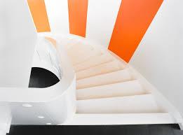 weiãÿe treppe weiße treppe mit klaren formen daniel beutler treppenbau