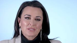 kyle richards needs to cut her hair watch kyle richards gives all the details on her new home the