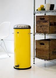 poubelle cuisine jaune les poubelles vipp au couleur de york poubelle frigo et les