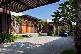 houses with courtyards enclosed open house wallflower architecture design