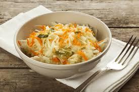cuisiner choux blanc salade de chou blanc et carottes une recette d entrée facile