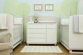 chambre de bébé jumeaux table a langer pour jumeaux lit superpose bebe jumeaux visuel 2