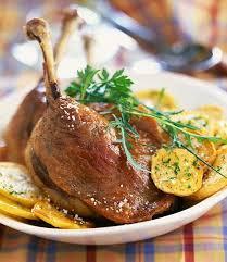 cuisiner confit de canard confit de canard dordogne speciality with potatoes and a crisp