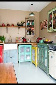 küche retro retro vintage küche mit küchenschränken in verschiedenen farben