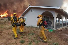 Wildfire Burning Near Me by Western Wildfires Destroy Homes Force Evacuations Photos Abc News