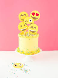 wedding cake emoji 8 cool birthday party cake ideas for tweens and emoji cake