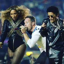 coldplay jokes the pepsihalftime show looked more like all shades michael jackson