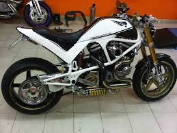 buell xb custom with fender eliminator and fat rear tire