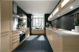 placage meuble cuisine façades en bois teinté et cadre en chêne massif avec placage chêne