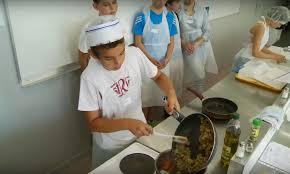 apprendre cuisine apprendre la cuisine aux collégiens pour qu ils se nourrissent mieux