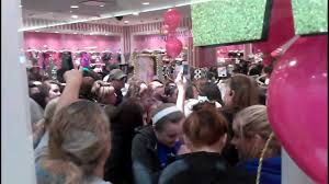 victoria secret on black friday black friday victoria secret jefferson mall 2012 youtube