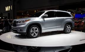 toyota sport utility vehicles 2014 toyota highlander photos and info u2013 news u2013 car and driver