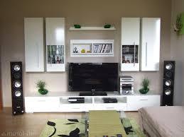 Moderne Wandgestaltung Wohnzimmer Lila Hausdekorationen Und Modernen Möbeln Ehrfürchtiges Dekoration