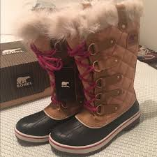 sorel tofino womens boots size 9 28 sorel shoes nwt sorel tofino boots w pink laces from