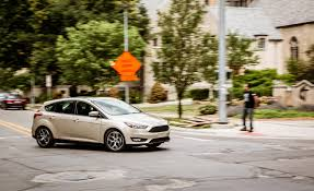 2017 ford focus hatchback pictures photo gallery car and driver