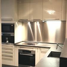 cuisine fermee amenagement cuisine fermee une cuisine tras cosy