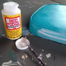 how to make over a vintage vinyl dinette set using spray paint