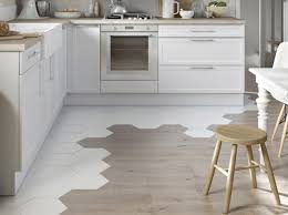 parquet pour cuisine deux styles pour un même sol décoration carrelage blanc