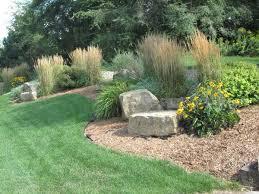 Backyard Gardening Ideas by Best 25 Boulder Landscape Ideas On Pinterest Large Landscaping