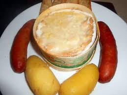 cuisiner des saucisses fum馥s recette de fondue vacherin mont d or aux saucisses fumées