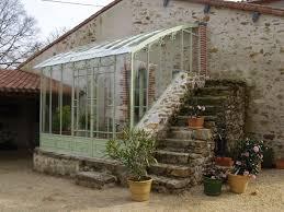 serre horticole en verre serre en fer forgé adossée à une maison serres d u0027antan