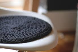 coussin de chaise rond em aime black white coussin noir en crochet pour