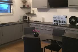 cuisine grise plan de travail noir réalisations cuisine grise et anthracite de cuisines avec socoo c