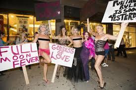 Barnes And Nobles Upper West Side Burlesque Dancers Have U0027striptease Protest U0027 At Uws Bookstore Ny