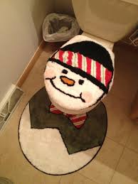 Holiday Bathroom Rugs by 13 Of The Best Holiday Decor Fails The Fracture Blog