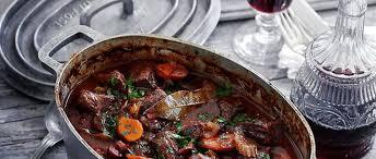 cuisiner un boeuf bourguignon accords boeuf bourguignon l de la cuisine au vin le point