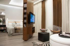 meuble tv chambre a coucher une cloison pour avoir de l intimité dans sa chambre bricobistro