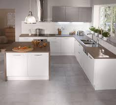 cuisines blanches et grises carrelage sol cuisine blanc brillant pour idees de deco blanche gris