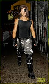 kellan lutz u0027s muscles are put on display for snake plissken