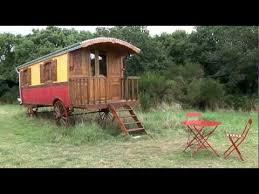 chambre d hote insolite bretagne chambres d hôtes cabane dans les arbres yourte roulotte dihan