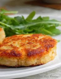 comment cuisiner du saumon galettes de saumon et leur sauce concombre citron poissons