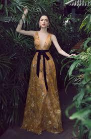 dan chi hoa hậu hương giang đẹp lấn lướt đàn chị cùng tên khi đụng váy rực rỡ