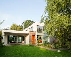 contemporary bauhaus style flat pack home with 3 bedrooms and home