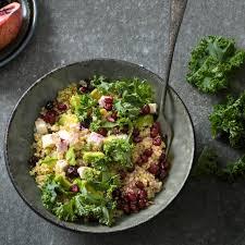 cuisiner le chou frisé salade au chou frisé non pommé quinoa et avocat plats de