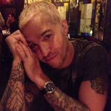 bartskull and barb wire necklace tattoos pete wentz pinterest
