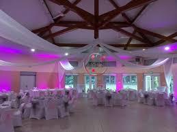 tenture plafond mariage location housse de chaise location de mobilier lumineux location