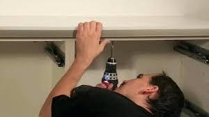 meuble cuisine a poser sur plan de travail meuble cuisine a poser sur plan de travail etape 3 fixer le plan de