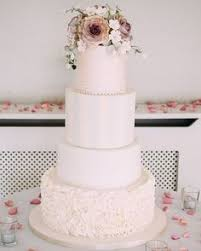 Square Wedding Cakes Are A Huge Trend This Year And Many Couples
