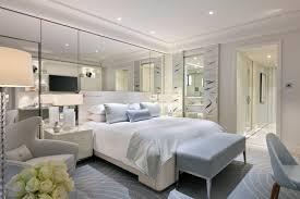 h el dans la chambre le grand hyatt cannes hôtel martinez dévoile ses nouvelles chambres