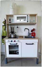 cuisine enfant en bois cuisine ikea enfant idées de décoration à la maison