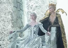 film fantasy z chrisem hemsworthem łowca i królowa lodu zobacz plakaty promujące film zdjęcia
